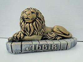 Лев на бруківці
