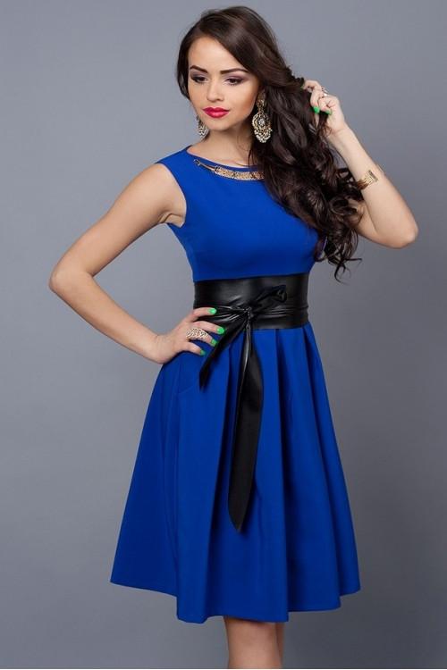 Красивое молодежное платье по колено с поясом, 42.44