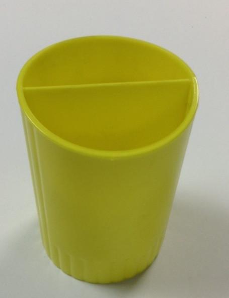 """Подставка для ручек """"Стаканчик"""", КИП, желтый. Цена розницы 11 гривен."""