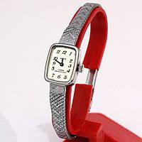 Женские часы Чайка на металлическом браслете