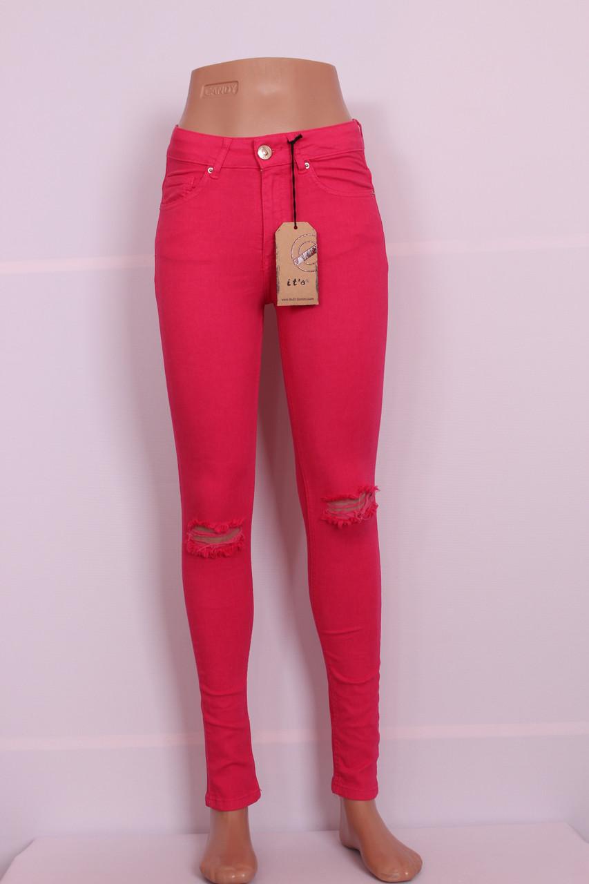 Рожеві жіночі джинси з високою талією і дірками на колінах