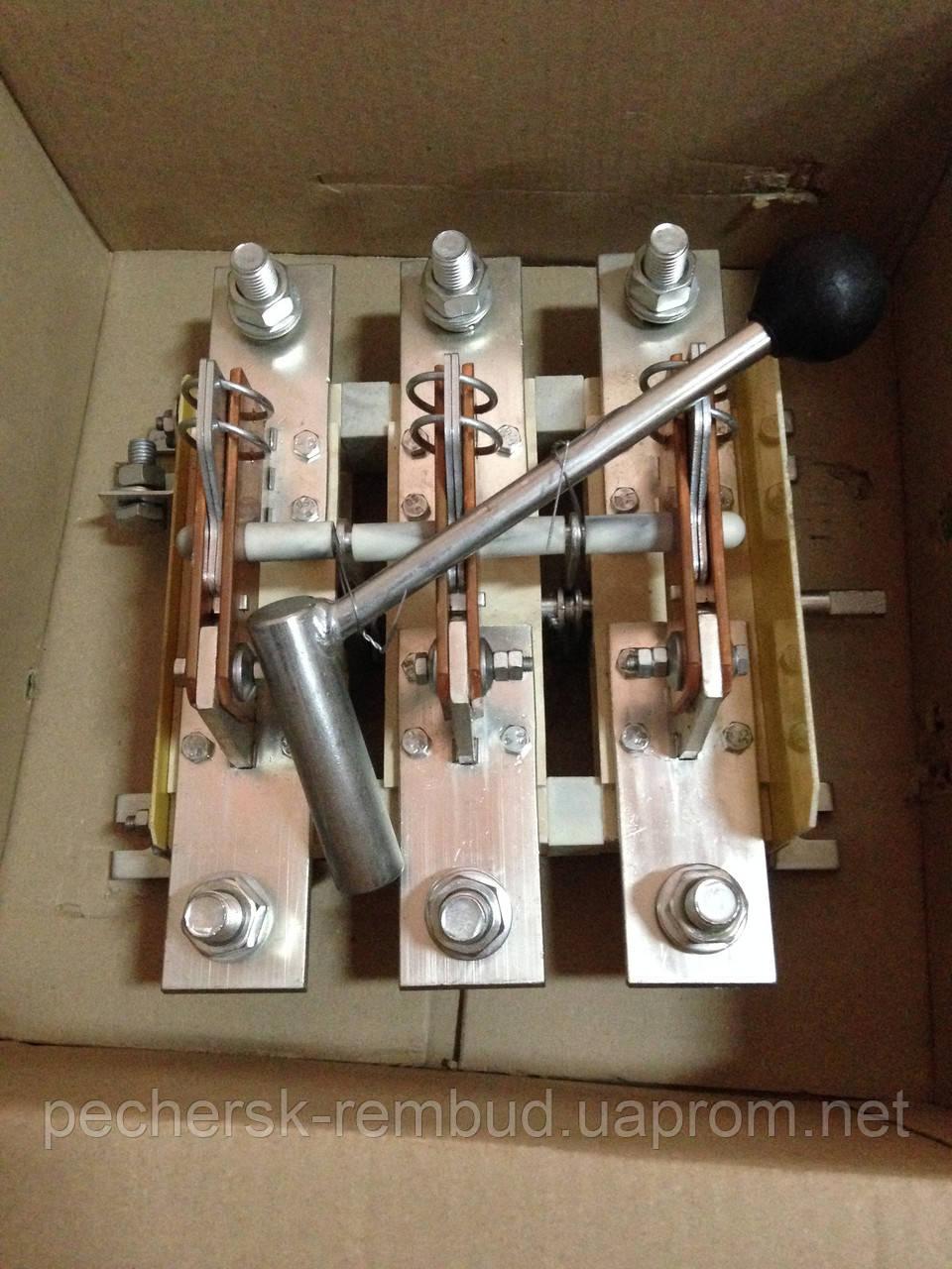 Рубильник 3п РЕ 1931 311500 100А с боковой правой смщенной рукояткой