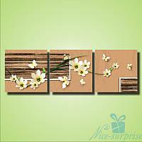 Модульная картина Белые цветы и бабочки из 3 фрагментов (109х35)