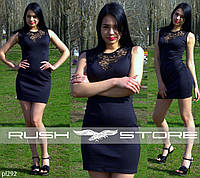 Облегающее платье с гипюром