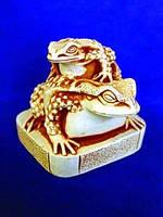 Нэцкэ Жаба на жабе из гипса