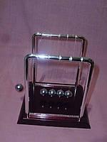Маятник Ньютона Perpetuum Mobile настольный - оригинальный сувенир 9 сантиметров высота