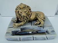 Лев попільничка великий