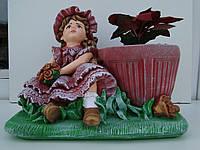 Девочка кашпо для цветов красная