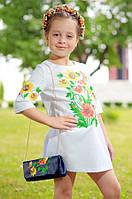 Вышитое платье для девочки «Фантазия с бабочкой»