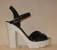 Босоножки женские стильные лаковые черного цвета