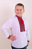 Красивая вышиванка для мальчика в красной гамме.