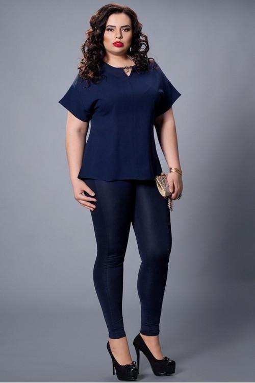 Однотонная темно-синяя шифоновая блузка большой размер
