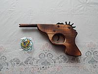 Сувениры из дерева детский пистолет на резинке