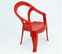Красный стульчик для ребенка