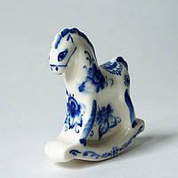 Лошадь-качалка, статуэтка из фарфора, подглазурная роспись кобальтом., фото 1