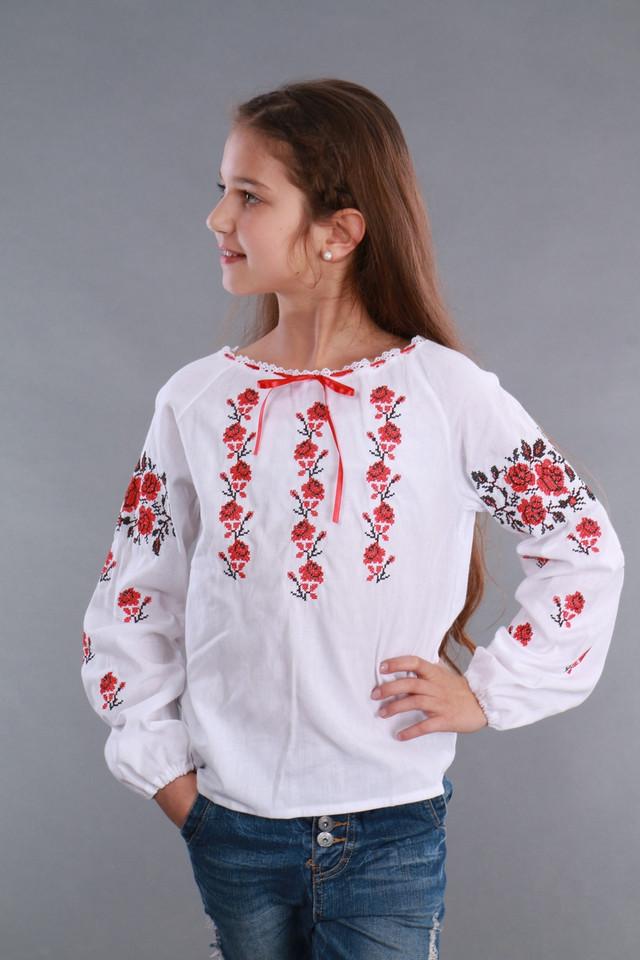 Вышиваночк для девочки с красными розами