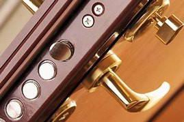 Дверна фурнітура і замково-залізні продукція