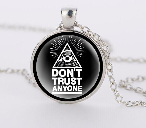 Кулон Don't trust anyone Масонское всевидящее око