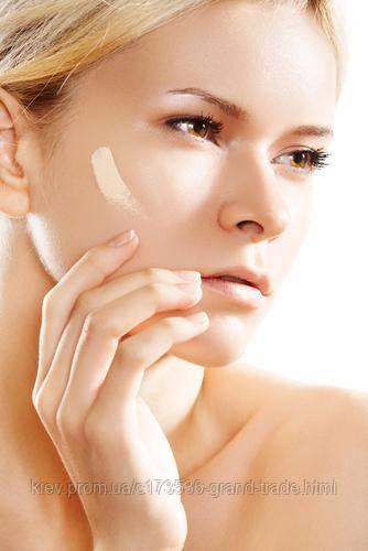 Как правилно наносить тональный крем на лицо?