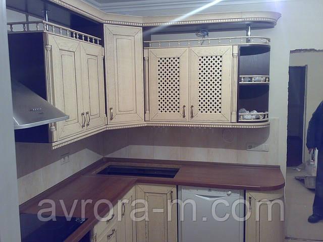 Кухня под заказ с фасадами из натурального дерева