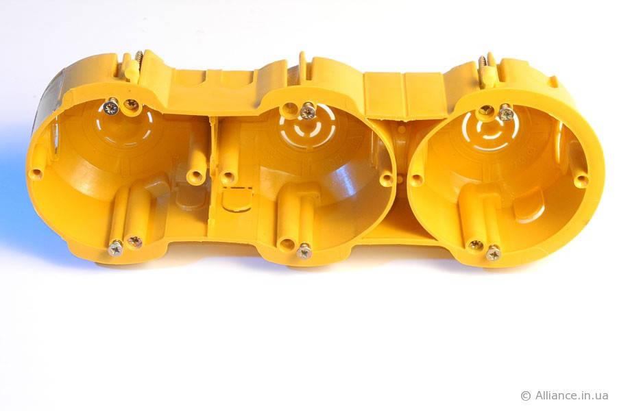 Коробка монтажная электрическая КМЭ-3 (блок 3-гнездовой)