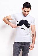 Мужская футболка белого цвета с принтом Черные усы