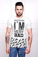 Белая мужская футболка с черными надписями
