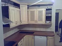 Кухня с фасадами из натурального дерева