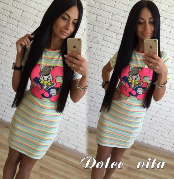 Полосатое платье с ярким рисунком