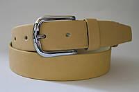 Ремень кожаный класический 40 мм гладкий светло-горчичного цвета пряжка серебрянная овальная