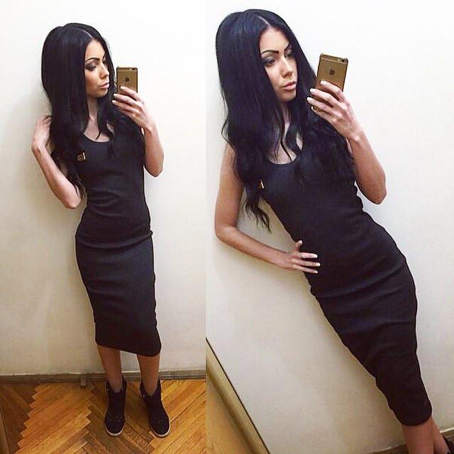 Платье миди со значком