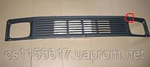 Решетка радиатора новая (дефектная) на Mercedes 207-410 до 1996 года