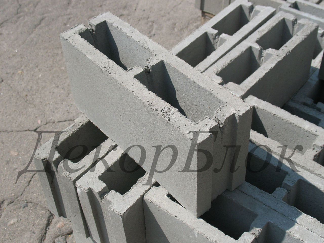 Блок бетонный 400х200х120 Л. заборный, перегородочный