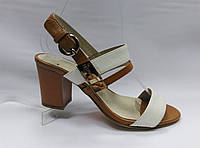Босоножки кожаные на устойчивом каблуке Geronea