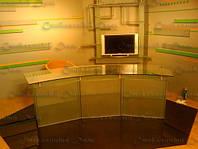 Стеклянный стол в телестудию, фото 1