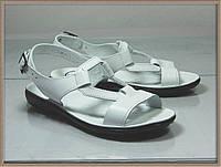 Женские кожаные босоножки белые