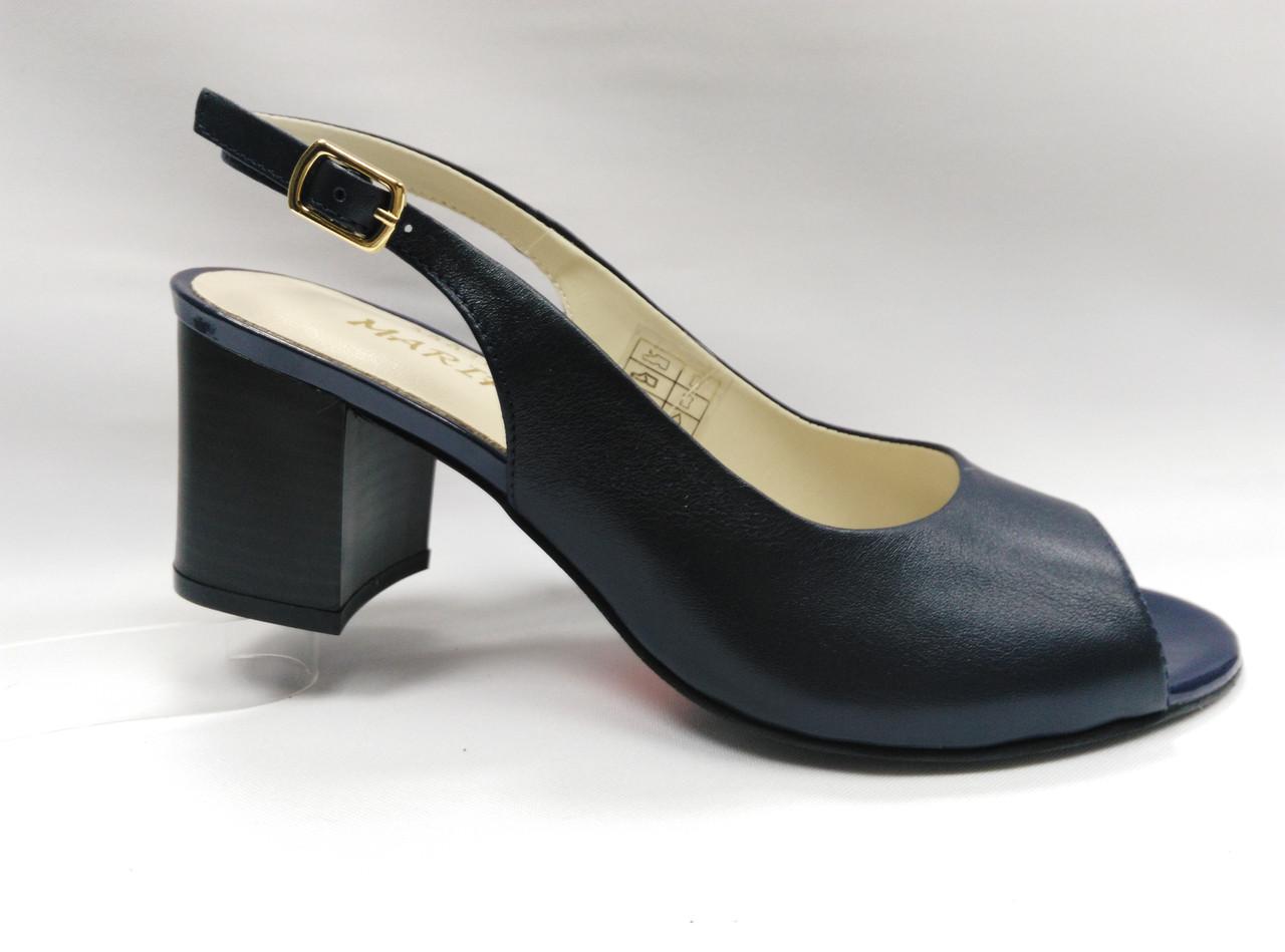 Темно-синие кожаные босоножки на устойчивом каблуке Mariposa.