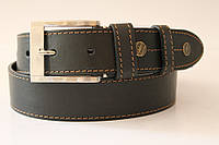 Ремень кожаный 40 мм черный с коричневой ниткой пряжка матовая на хвосте клепка