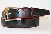 Ремень кожаный классический 40 мм черный с рисунком красные края пряжка хром квадратная
