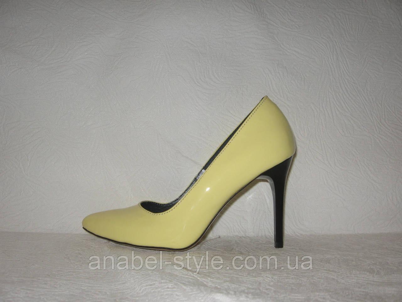 Туфли-лодочки женские стильные из натуральной лаковой кожи желтого цвета
