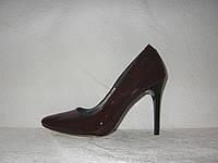 Туфли лодочки на шпильке лаковые коричневого цвета