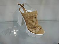 Стильные женские босоножки на каблуке 39