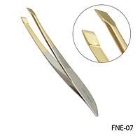 Пинцет для бровей FNE-07 скошенный, фигурный (с золотыми кромками),