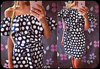 Платье в горошек с воланом вокруг горловины