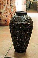 Красивая ваза из красной глины