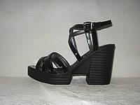 Босоножки женские стильные на толстом невысоком каблуке черный лак