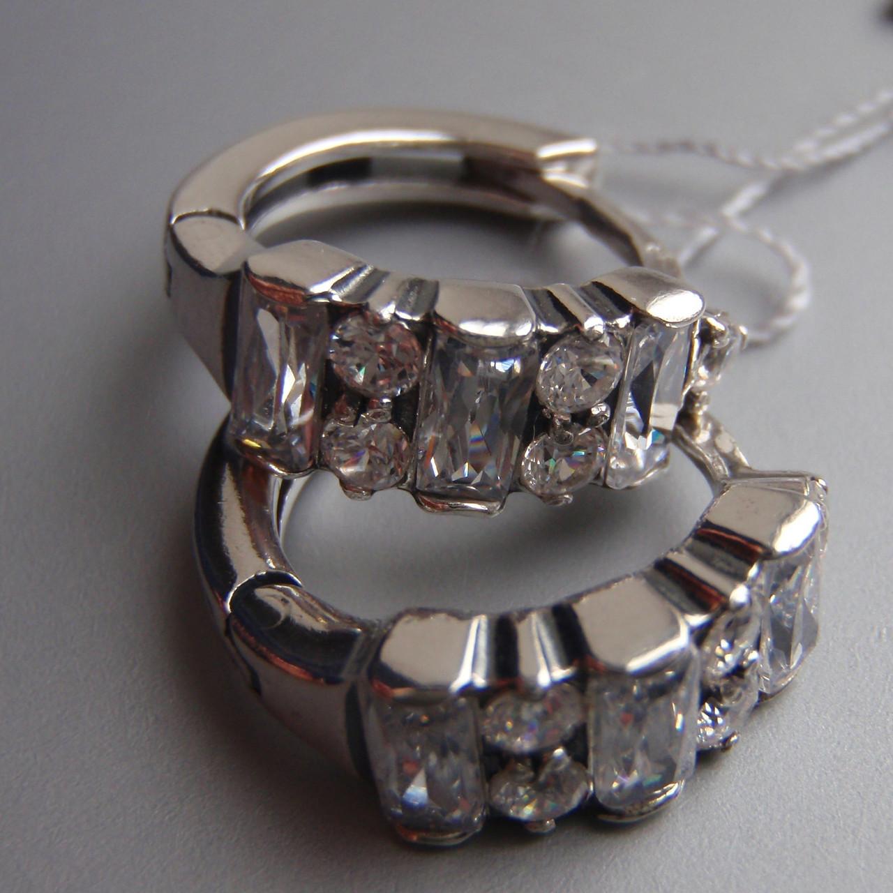 Оригинальные серебряные серьги со вставками из прямоугольных и круглых фианитов