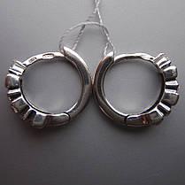 Оригинальные серебряные серьги со вставками из прямоугольных и круглых фианитов, фото 2