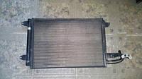 Б/у радиатор кондиционера 1k0298403 Volkswagen Golf V
