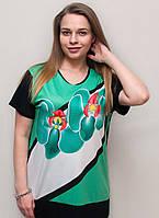Яркая модная женская футболка с цветком.